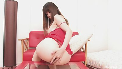 Asian beauty plays with her new toy in mesmerizing solo