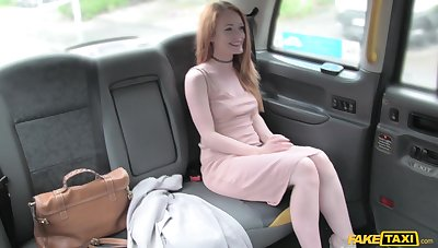 Taxi driver spreads legs ofpretty gitl for his heavy penis in the car
