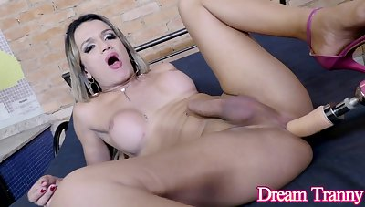 Shemale Juliana Leal Spreads Her Yummy Ass Cheeks for a Sex Machine
