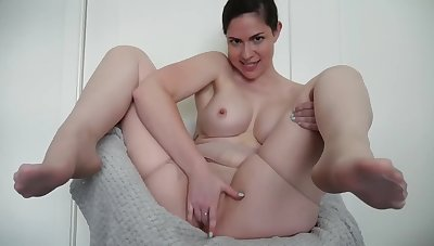 FINGER FUCK ME THRU MY PANTIES ASS TOO FAT FOR PANTYHOSE