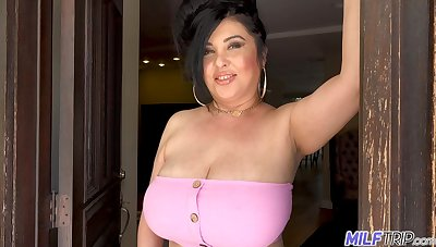 Voluptuous neighbor back big tits welcomes a younger man earn her bedroom