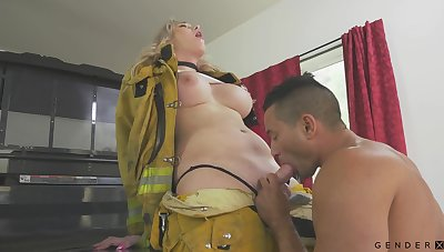 Hot transsexual fireman Aspen Brooks fucks mouth increased by pussy of bisexual partner
