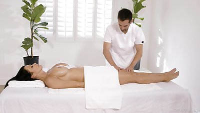Buxom MILF Reagan Foxx fucks her masseur with signature breeze