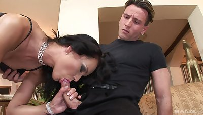 Mature feels two energized cocks ramming her approximately brutal scenes