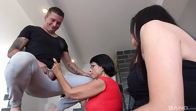 Young lover fucks his aunt in both holes, then his stepmom