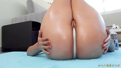 Latina nympho near massive booty fucks jordi